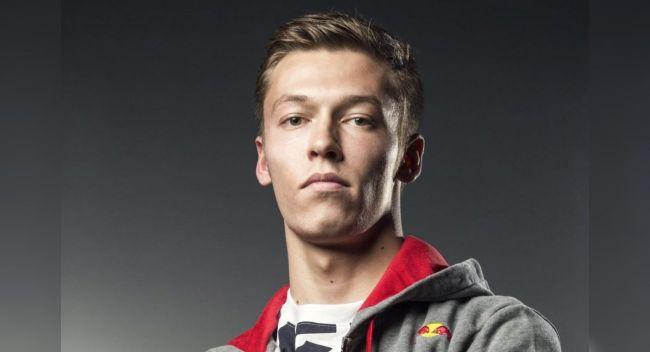 Российский гонщик Формулы-1 Даниил Квят отказался вставать на колено