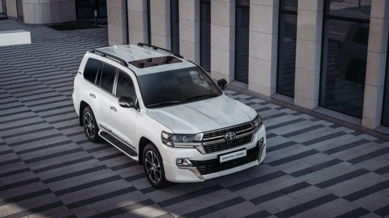 Toyota Land Cruiser 200 2020 легко обновился и вышел в продажу