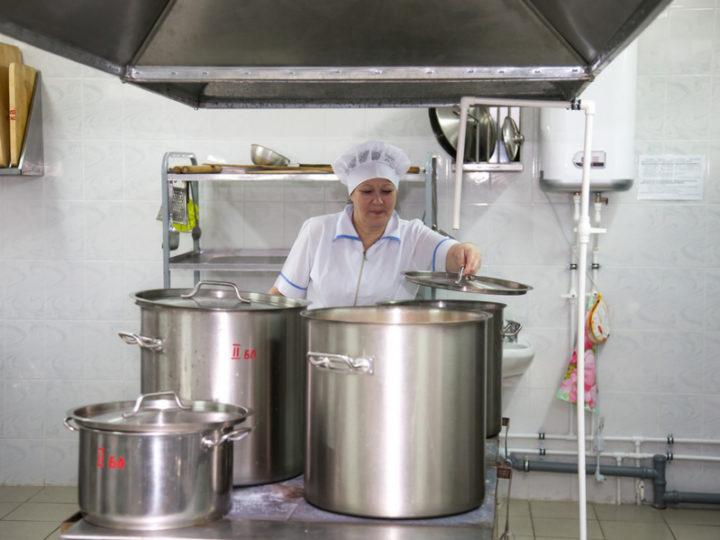 Жителям Казани предложат вакансии в школьных столовых
