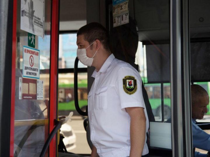 В общественном транспорте Казани за сентябрь выявили почти 3 тысячи пассажиров без масок