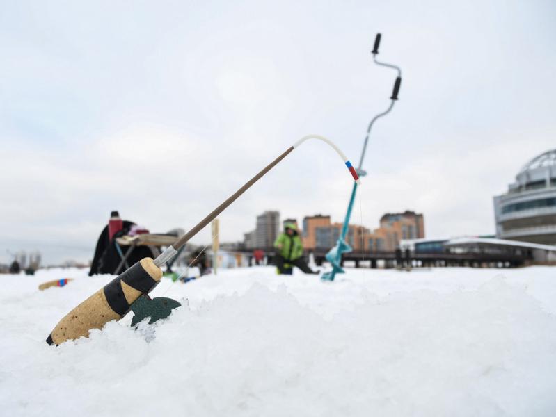 В Татарстане спасатели контролируют 84 места выхода рыбаков на лед