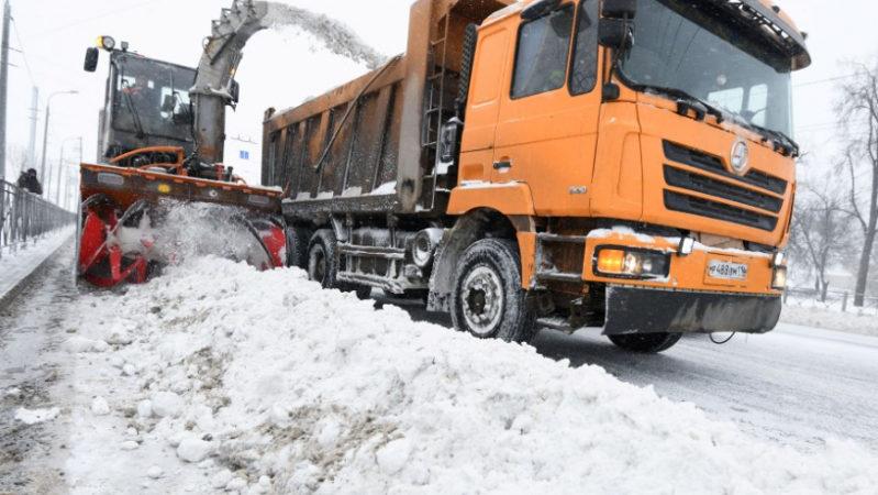 300 единиц спецтехники и 379 дорожных рабочих выйдут на уборку улиц Казани от снега