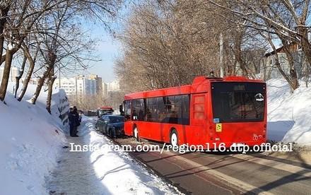 Из-за ДТП с автобусом в поселке Аметьево заблокирован въезд и выезд