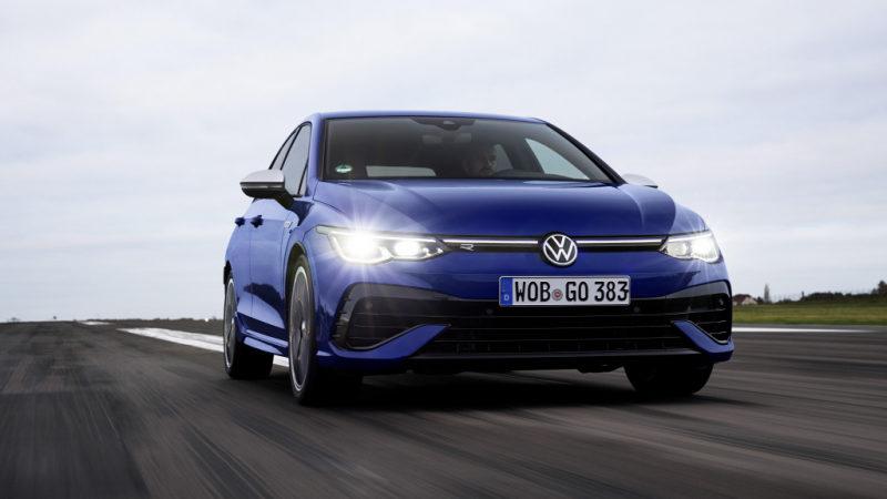 Volkswagen Golf R 2022 запечатлен во время тестовых испытаний
