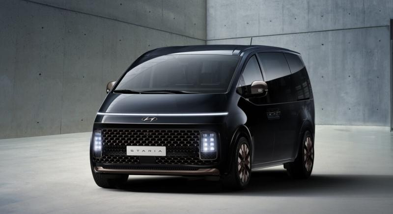 Hyundai озвучил сроки появления в РФ нового вэна Staria 2021
