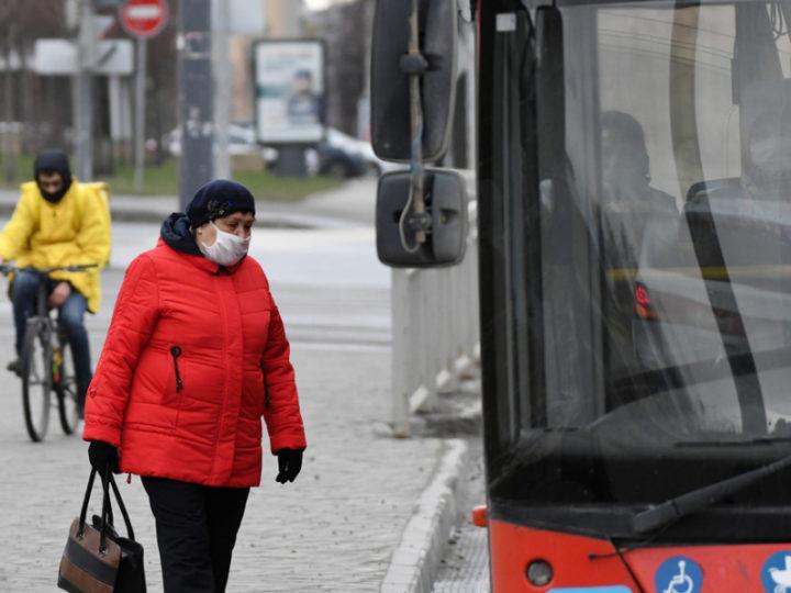 За день в общественном транспорте Казани выявлено 389 нарушителей масочного режима