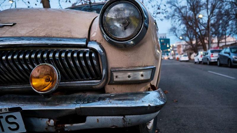 Женщины vs мужчины: кто чаще разбивает машину в «тоталь»