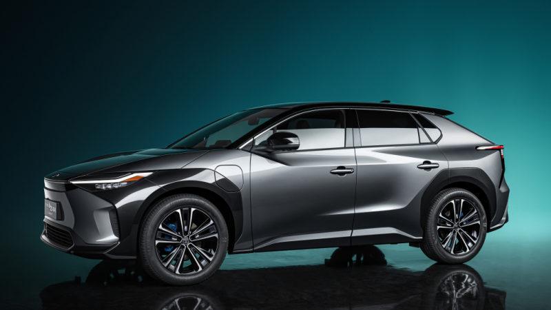 Toyota показала новый электрический кроссовер bZ4X 2021