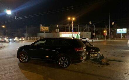 В Казани в ДТП с внедорожником и легковым авто пострадали четыре человека