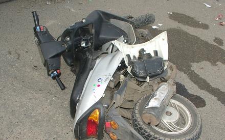 Подросток погиб в Татарстане, влетев в отбойник на скутере