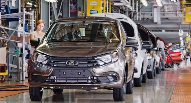 АвтоВАЗ приступил к производству удешевленного универсала Lada Granta