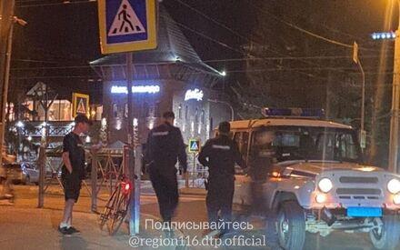 Ночью в Казани на Ершова машина ППС сбила велосипедиста