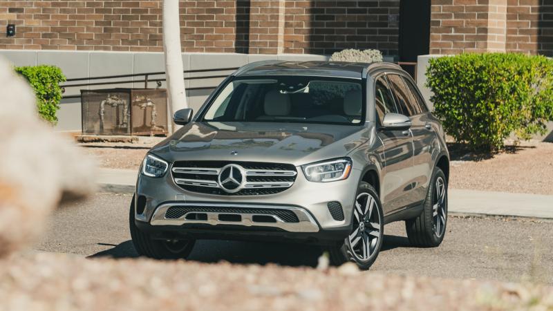 """Новый Mercedes-Benz GLC 2022 показали на """"шпионском"""" видео"""