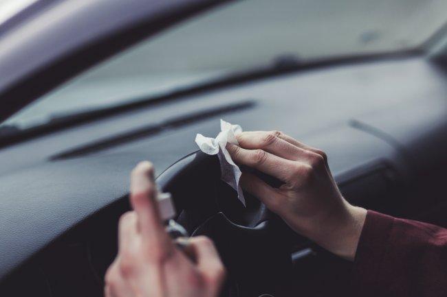Пять способов применения нашатыря в автомобиле