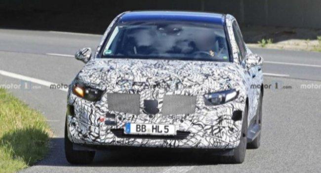 «Шпионское» видео запечатлело прототип обновленного кросса Mercedes GLC