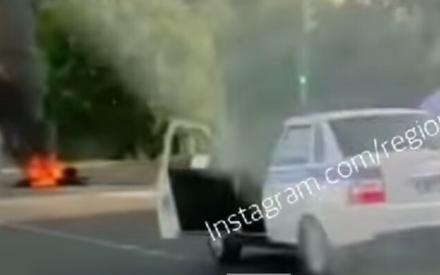 В Казани рано утром байкер налетел на бордюр, мотоцикл сгорел