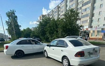 В столкновении двух иномарок в Казани пострадала 27-летняя девушка