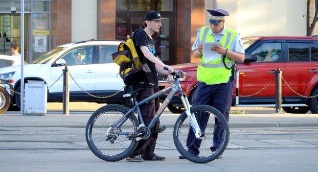 Можно ли велосипедистам ездить по дорогам и за что их могут оштрафовать