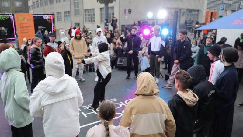 От танцевальных баттлов до бисероплетения: как улица Профсоюзная превратилась в площадку молодежного фестиваля