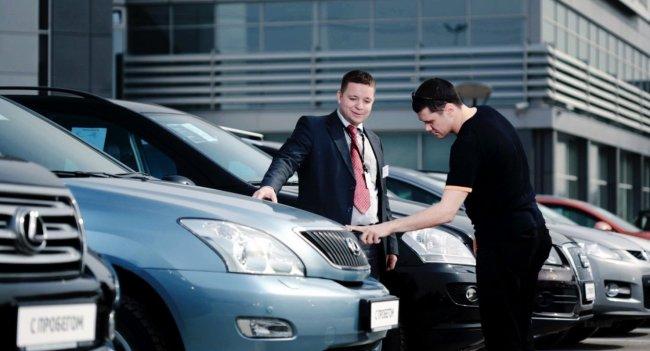 Эксперты объяснили, почему россияне продают почти новые машины с пробегом