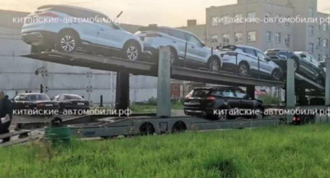 Geely Atlas Pro начали отгружать российским дилерам