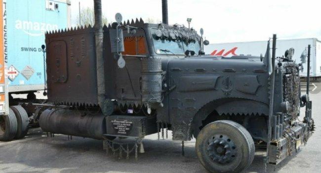 Грузовик апокалипсиса: в Сети показали необычное транспортное средство
