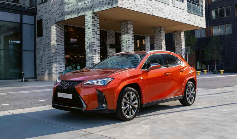 Lexus провел небольшое обновление кросса UX 2021
