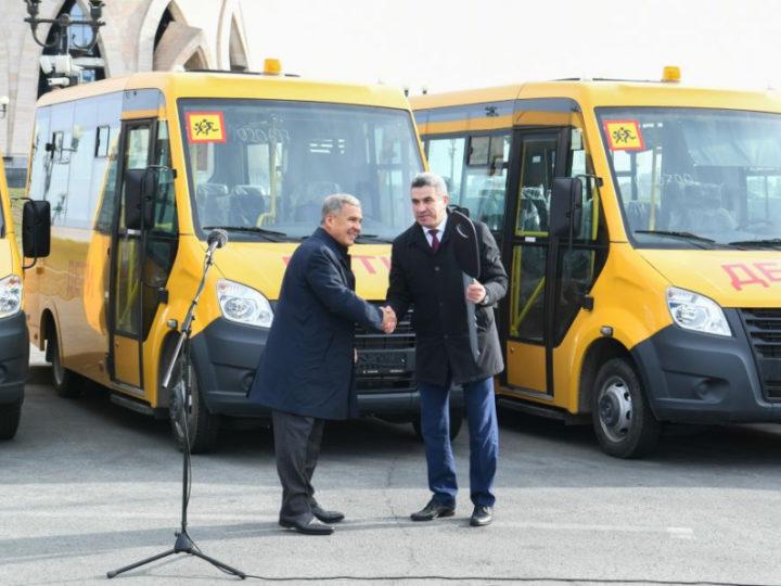 Казань получила 10 школьных автобусов для детей из поселков и отдаленных жилых комплексов